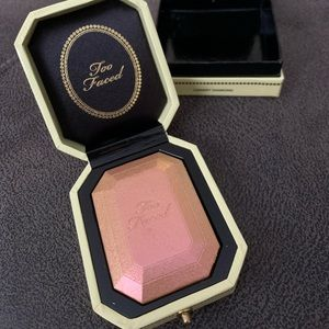 Too faced diamond highlighter